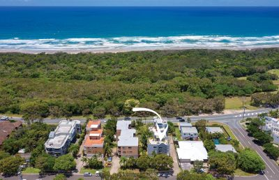 Central Coolum apartment + panoramic rooftop views