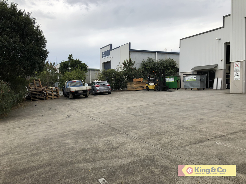 FANTASTIC LOCATION – HEAPS OF HARDSTAND!