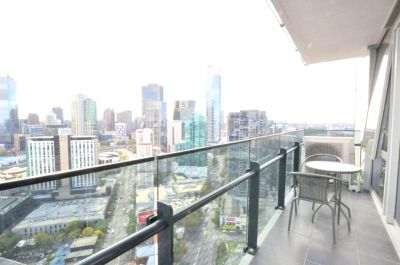Mainpoint: Breathtaking Views from the 34th Floor!