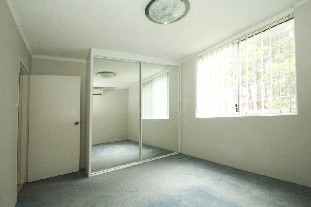 SPACIOUS 3 BED APARTMENT JUST METRES FROM SHOPS & TRANSPORT
