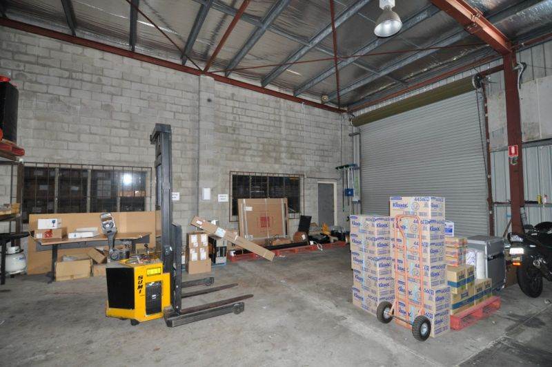 Standalone Office & Warehouse in central Garbutt