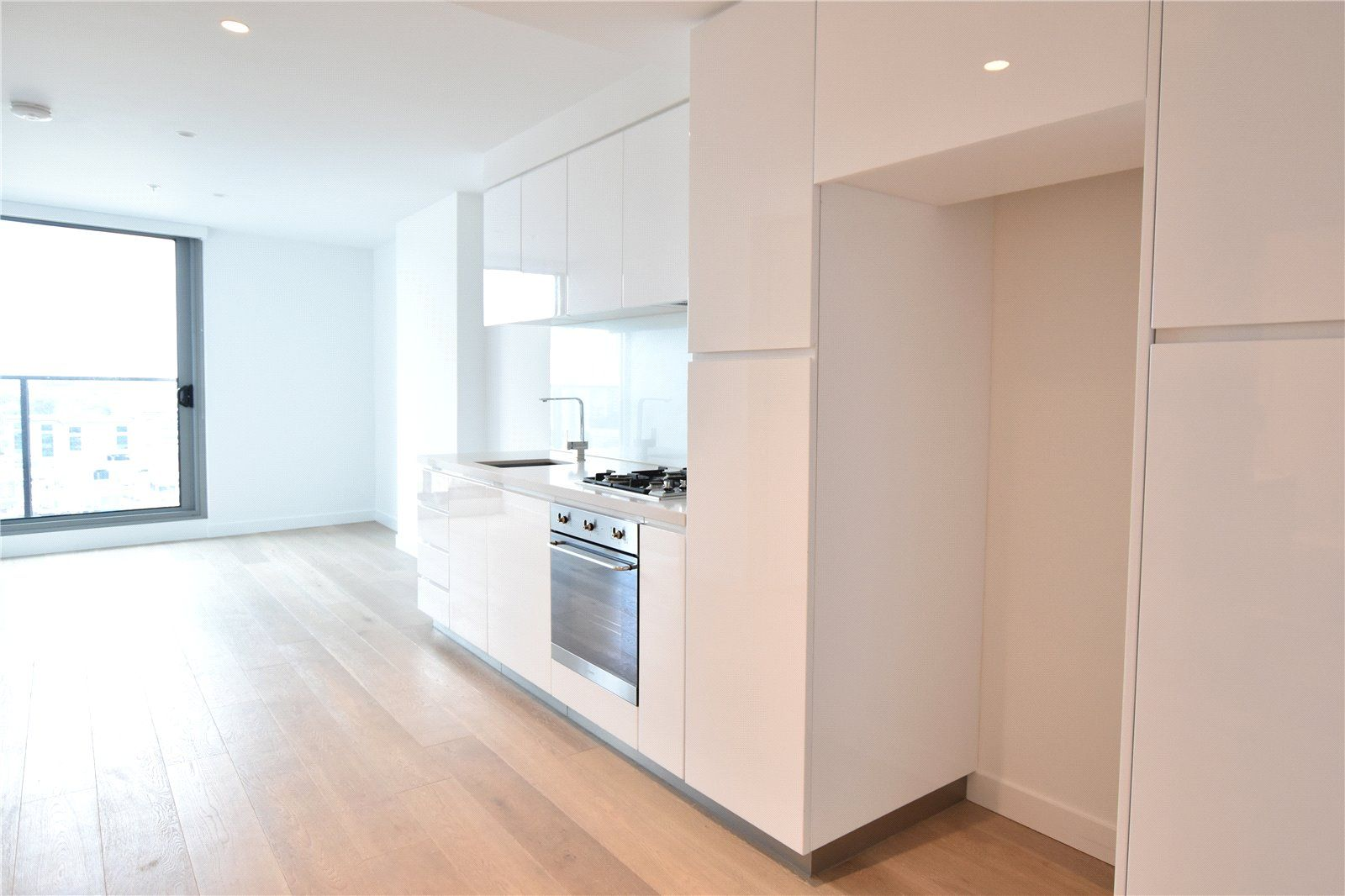 Marco: Stunning One Bedroom Apartment Plus Study with Modern Finishes in A Prime Location!
