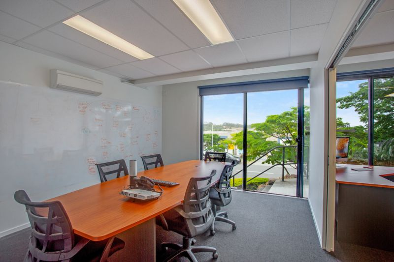 EXCEPTIONAL OFFICE/WAREHOUSE WITH VIEWS OVER BURLEIGH