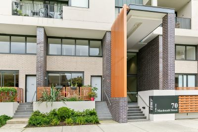 TRANQUIL SPLIT-LEVEL TERRACE IN OUTSTANDING LIFESTYLE POSITION
