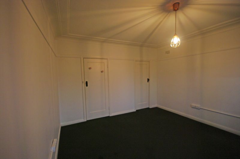 LOCATED IN THE BUSTLING CAMDEN CENTRE!