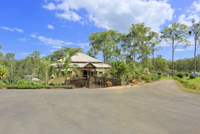 IMMACULATE QUEENSLANDER + SHEDS on 5 ACRES!