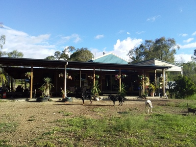 Large Off Grid 6 Bed Family Home on 25 Acres, Horse Camp 4671