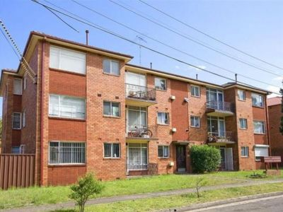 Sunny Two Bedroom Unit with Parking