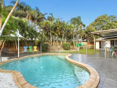 Spacious 4 Bedroom House with a Pool