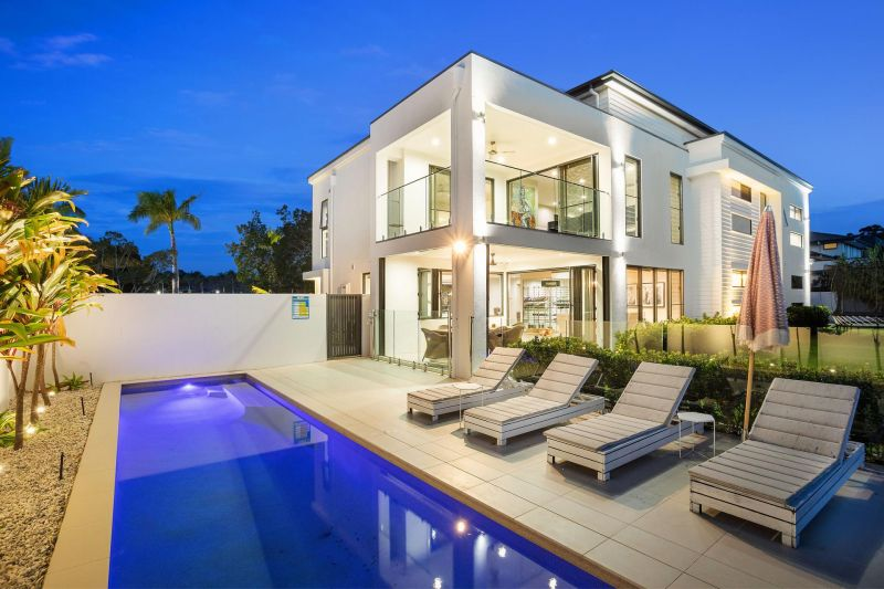 Sophisticated Golf Course Living at