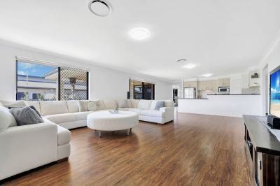 ESK STUNNER – WALKING DISTANCE TO CENTRE OF TOWN!!!