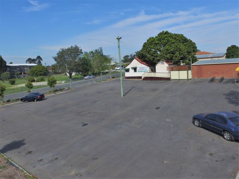 Open Air Display Yard - Suitable For Boats, Cars or Caravans
