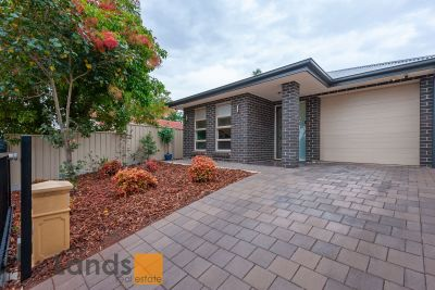 Lovely Courtyard Home with Multiple Living Areas