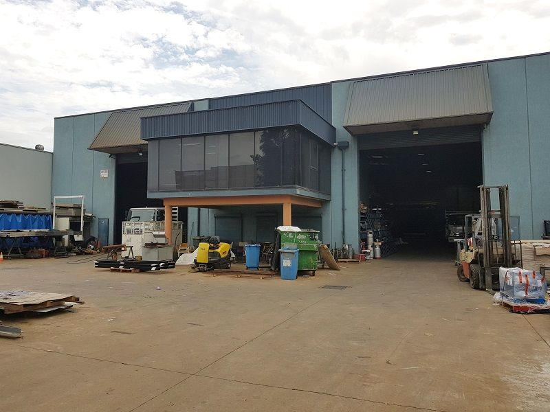 Freestanding Factory with Crane Rails for Sale
