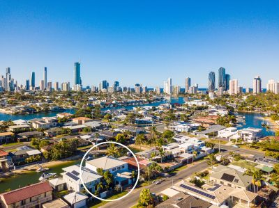 DUAL-LIVING ENTERTAINER ON BROADBEACH WATERFRONT