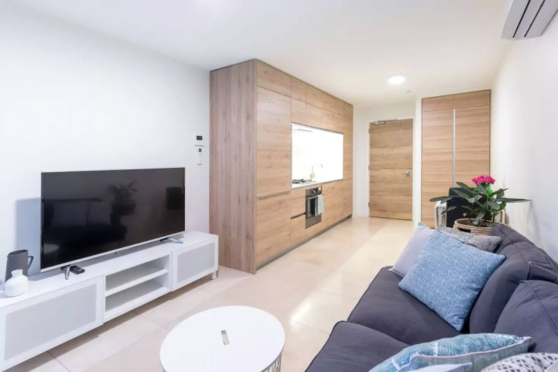 Queens Domain: Exquisite Fully Furnished One Bedroom Apartment!