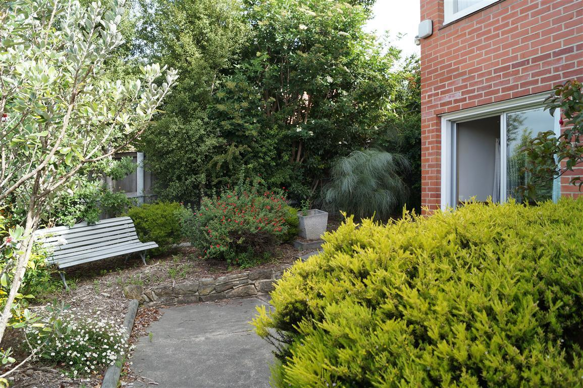 15  Heathcombe Crescent
