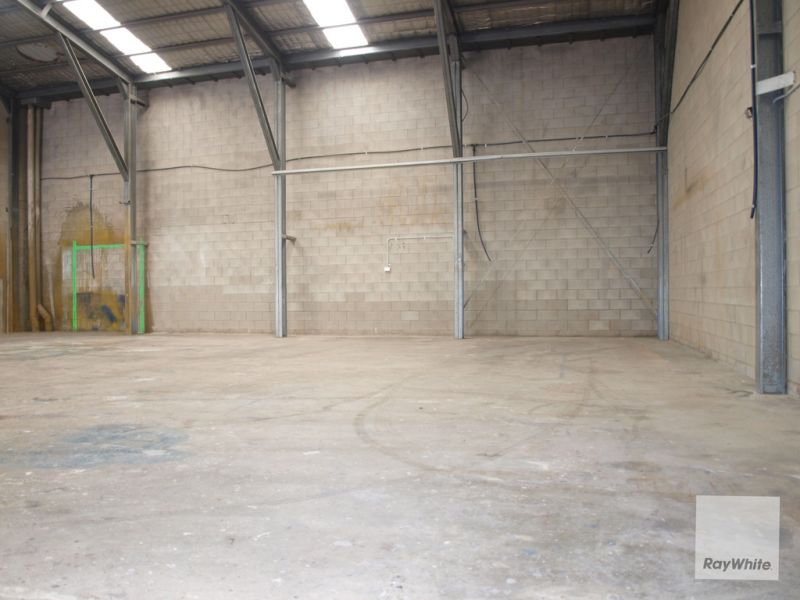 Open Plan Warehouse with Spray Booth For Sale