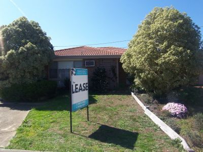 Cosy 2 bedroom unit within walking distance to Werribee Plaza