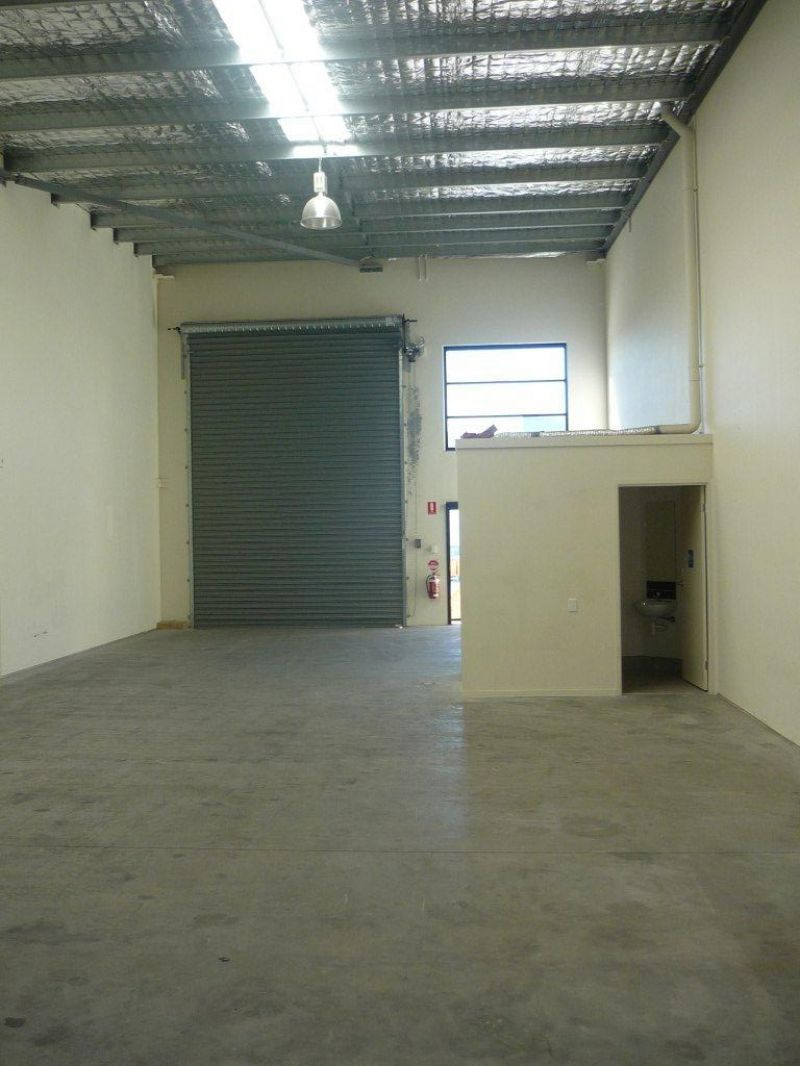 Warehouse With Rear Yard