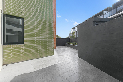 Brand New Courtyard Apartment
