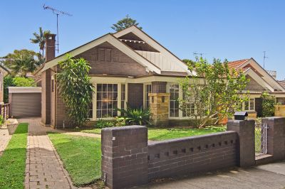 Classic Californian Bungalow Only A Short Walk To The Sands On Bondi Beach