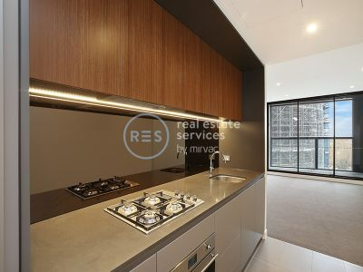 Bright contemporary living footsteps to Green Square and cafes