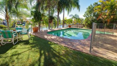 Waterfront Entertainer Close to Main River!