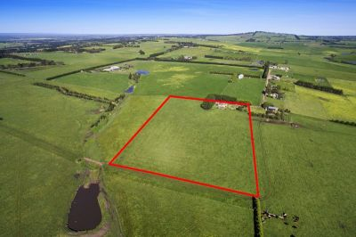 OUTSTANDING PANORAMIC VIEWS - 2.82 Ha (7 Acres)