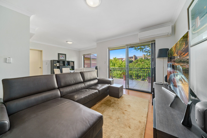 TOP FLOOR, PRIVATE, QUIET WITH AIR-CON