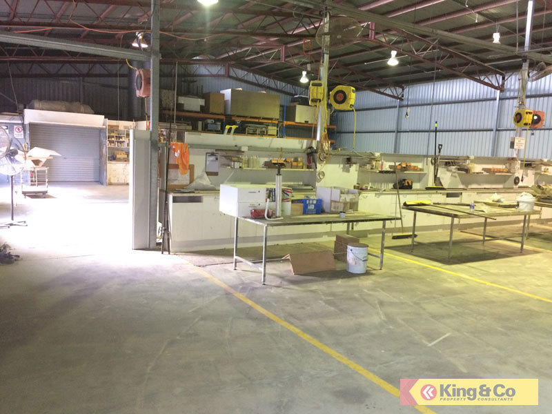 SOLID WAREHOUSE IN CENTRAL BRENDALE LOCATION