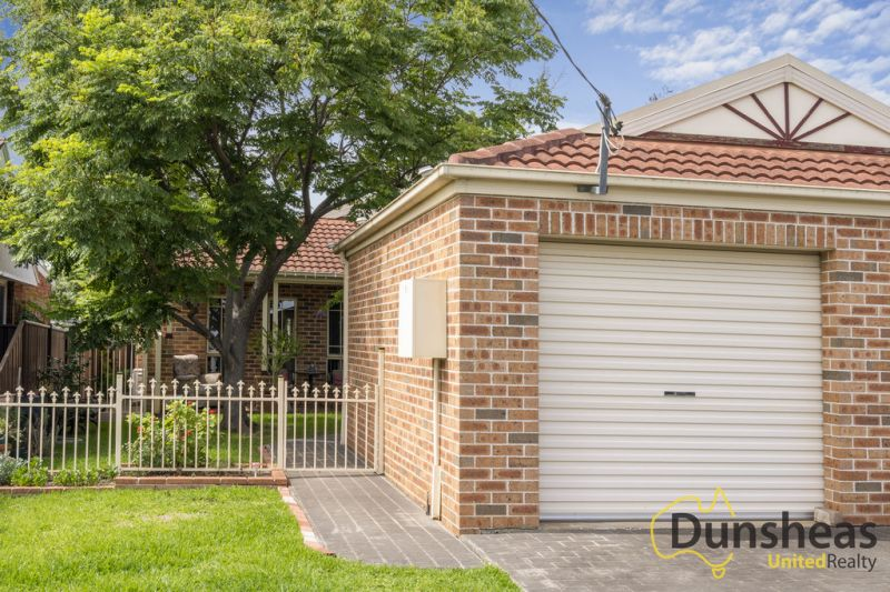 TORRENS TITLE DUPLEX  600M FROM STATION