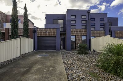 Modern 3 Bedroom Townhouse!