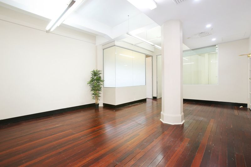 INEXPENSIVE & CREATIVE OFFICE SPACE CLOSE TO TOWN HALL