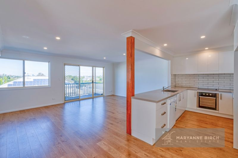 HUGE Renovated Townhouse with Spectacular City views !