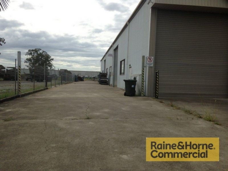 Office/Warehouse with Multiple Roller Door Access