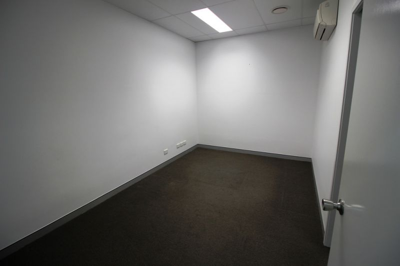 Medical Suite / Professional Offices - Fully Fitted Out