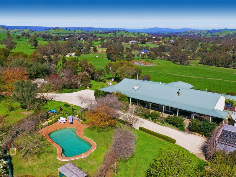 CAREY COTTAGE - THE JEWEL OF THE GOULBURN VALLEY