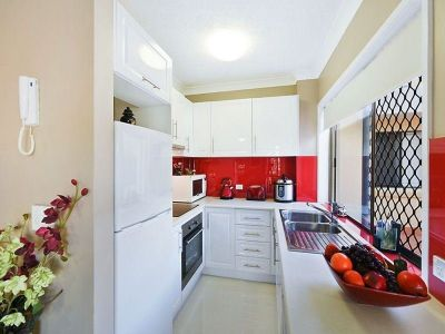 2 WEEKS FREE RENT TO APPROVED APPLICANT - Beachside Beauty!