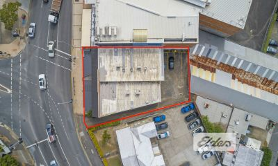 EXPOSURE, SIGNAGE, CAFES, CAR PARKING... THIS PROPERTY HAS IT ALL!