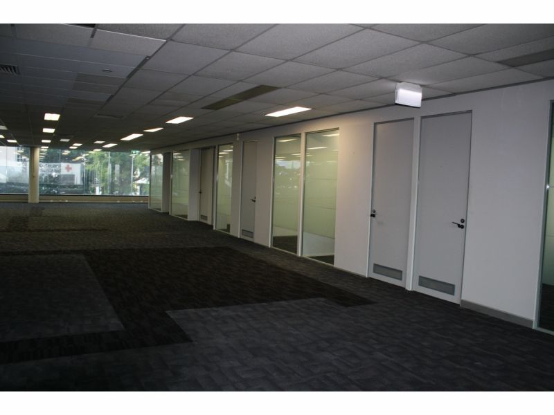 Fully Refurbished Floor 580 m2 with 8 private Offices