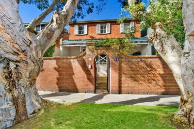Superb Opportunity! Idyllic, Charming Double Fronted Home Offers Ideal Parkside Location & Two Street Frontages