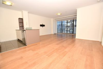 Fantastic 2 bedroom apartment with Floorboards and electric blinds!