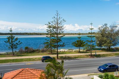 Be Quick! Fantastic Location on the Stunning Broadwater!
