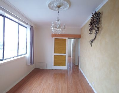 Spacious and Quiet: Gorgeous Two Bedroom in Collingwood!