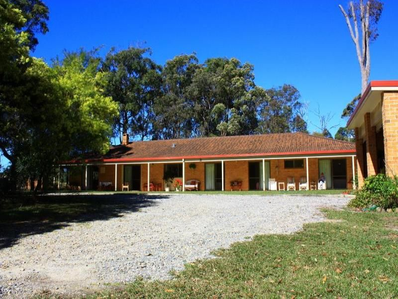 Home on 3 Acres 800m from Beach