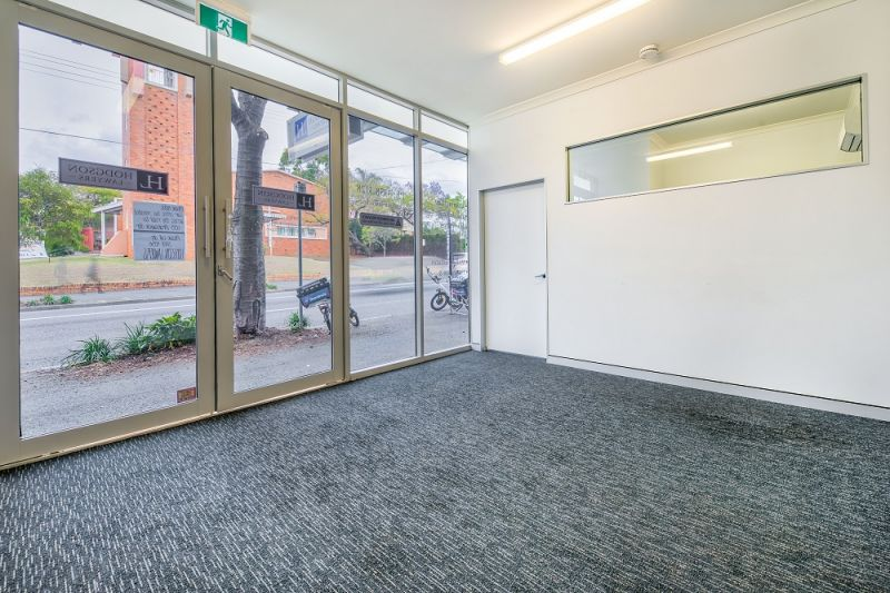 65m2* PROFESSIONAL OFFICE SPACE WITH MAIN ROAD EXPOSURE