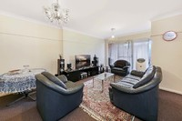 Impressive Fully Renovated 2 Bedroom Unit In a Great Location.
