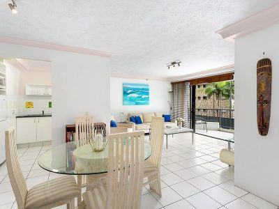 EXCELLENT LOCATION! EASY WALK TO BEACH!