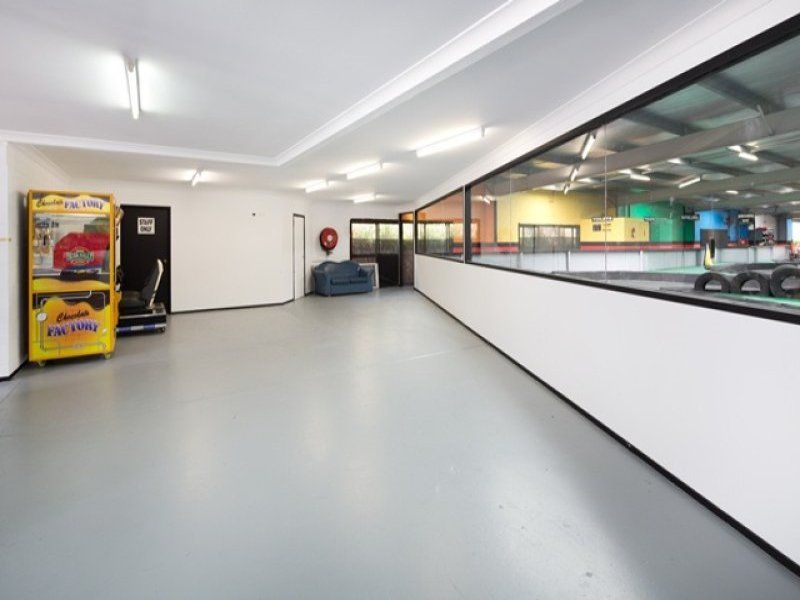 High Profile Freehold  Showroom / Warehouse- M1 Highway Exposure